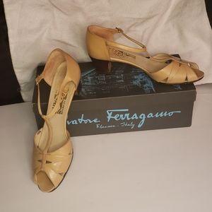 Salvatore Ferragamo Beige T Strap Sandals 7 Narrow